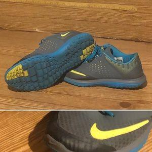 Men's Nike light weight jogging shoes